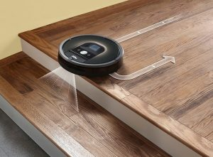 iRobot-Roomba-carefully-moves